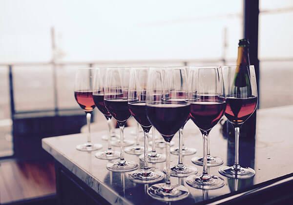 Escolha a taça Bordeaux para vinhos com a Merlot