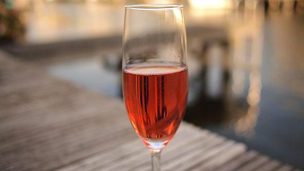 Vinho rosé atrai no primeiro momento pela cor
