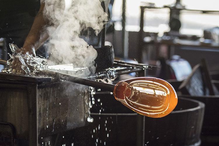Técnica do sopro de vidro ajudou a comercialização de vinhos
